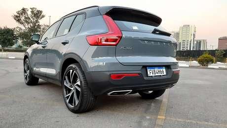 Spoiler traseiro deixa o carro mais esportivo e custa R$ 2.700.