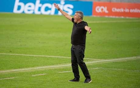 Domènec Torrent, de 58 anos, irá para o seu segundo jogo pelo Fla (Foto: Alexandre Vidal / Flamengo)