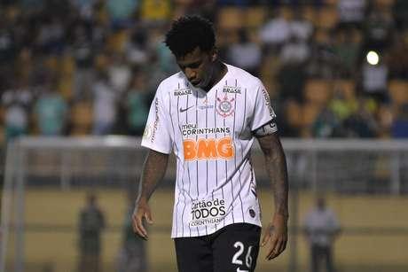 Zagueiro Gil é um dos jogadores que testarem positivo para covid-19