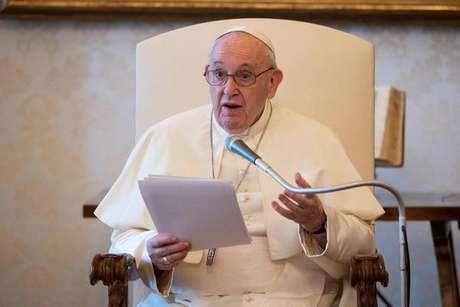 Papa doa respiradores e aparelhos de ultrassom para Brasil