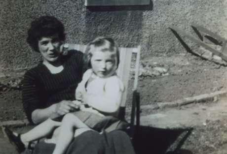 Sheena e sua mãe, Mary