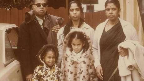 Pai de Harris era jamaicano e mãe dela veio da Índia.