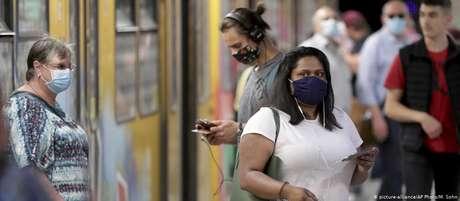 Transporte público em Berlim: ministrou pediu uso de máscaras e respeito a regras de higiene e distanciamento social
