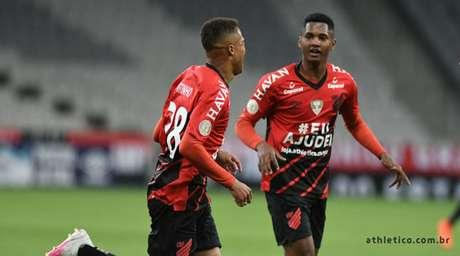 Vitinho comemora o seu gol diante do Goiás (Foto: Divulgação/Athletico-PR)