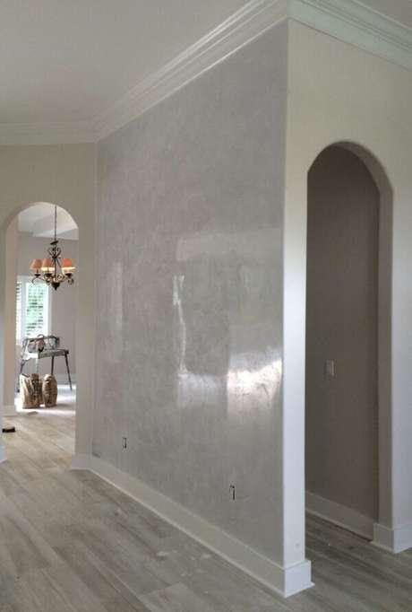 14- A parede do corredor é valorizada pelo efeito marmorato. Fonte: Pinterest
