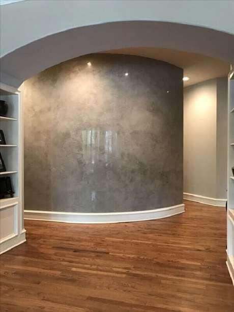 7- O efeito marmorato destaca a parede central do corredor. Fonte: Pinterest