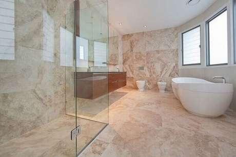 21- Nos banheiros os efeitos marmorizados criam um aspecto requintado com marmorato. Fonte: Idea Brasil
