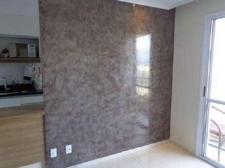 57- A parede com aplicação de marmorato tem um visual liso e brilhante. Fonte: Pinterest