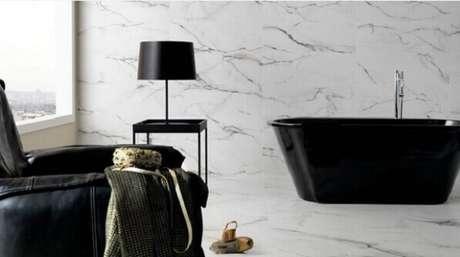 5- Na parede da sala de banho foi utilizada a técnica de marmorização. Fonte: Rubatino Arquitetura