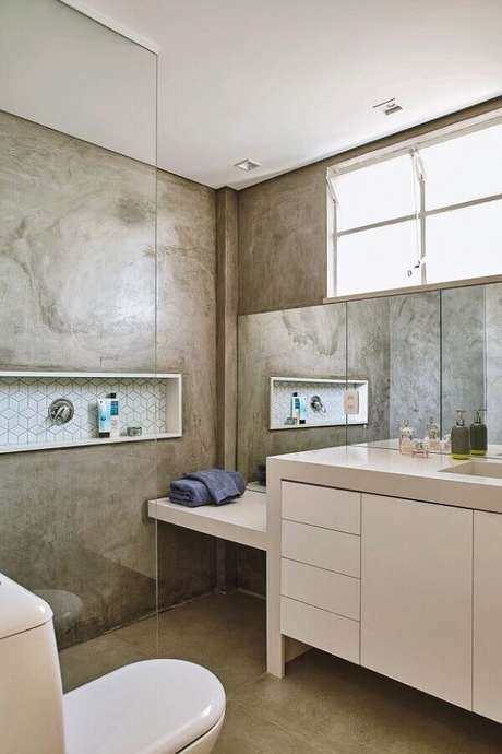 52- As paredes do banheiro foram revestidas com textura de marmorato. Fonte: Pinterest