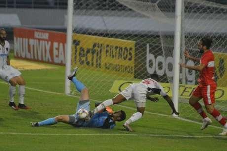 CRB venceu Oeste na Série B com gol no fim (Foto: Divulgação/Oeste)