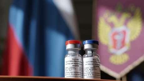 Vacina desenvolvida na Rússia passou por apenas uma das três fases de testes em pessoas