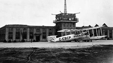 Nos primeiros anos, a posição dos voos era determinada manualmente