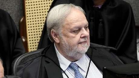 Felix Fischer derrubou a prisão domiciliar concedida a Queiroz durante o plantão judicial