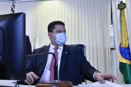 Renda Brasil já foi discutido entre Bolsonaro e Alcolumbre.
