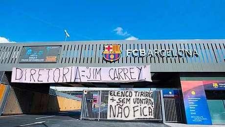 Internautas fazem piada com referência a protesto feito no Corinthians