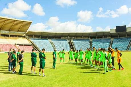 Equipe do Sampaio Corrêa durante treino no Estádio Castelão