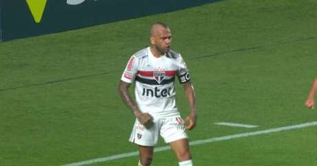 Daniel Alves marcou o gol da vitória do São Paulo - FOTO: Reprodução/Premiere