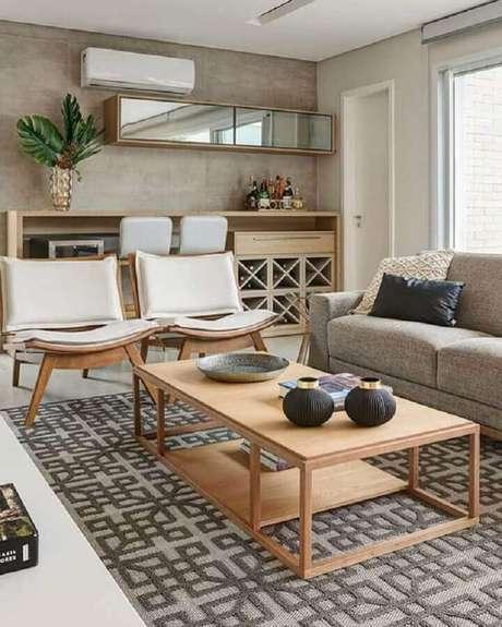 6. Decoração de sala com poltronas de madeira – Foto: Casa de Valentina