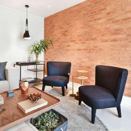 26. As poltronas decorativas sem braço são excelentes para decoração de ambientes pequenos – Foto: Bianca Freitas Arquitetura