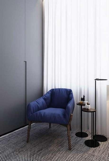 39. Modelo simples e super confortável de poltrona decorativa azul – Foto: Pinterest