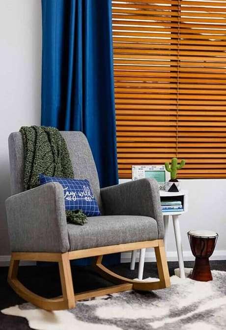 10. Invista na poltrona decorativa de balanço para um cantinho de descanso da sua casa – Foto: Pinterest