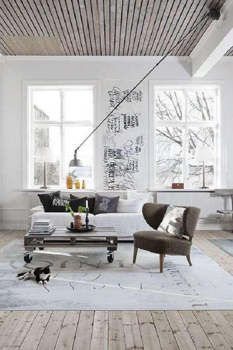 42. Decoração minimalista para sala com poltrona decorativa cinza – Foto: Archzine