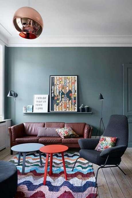 77. Poltrona decorativa preta para sala com tapete colorida – Foto: Houzz