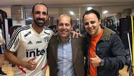 Roberto Natel (ao centro) é candidato à presidência do São Paulo.