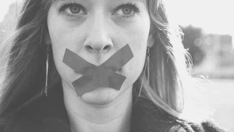 A desistência por pressão do agressor é comum após a denúncia da violência doméstica