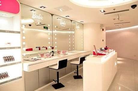 11. Bancada de maquiagem suspensa com led – Via: Pinterest