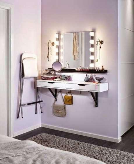 38. Penteadeira suspensa com espelho camarim – Via: Pinterest
