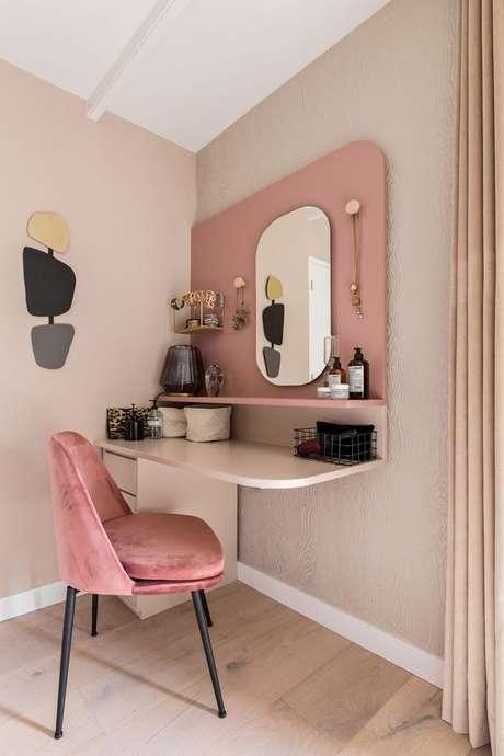3. Penteadeira suspensa cor de rosa – Via: Karwei