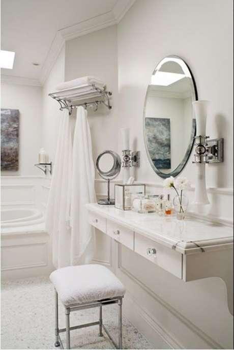 57. Penteadeira suspensa branca com espelho redondo – Via: Easy Home Concepys