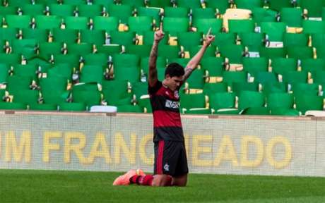 Pedro, o maior colaborador em outrora, é o mais acionado do banco com Dome: entrou em todos os jogos (Foto: Marcelo Cortes/Flamengo)