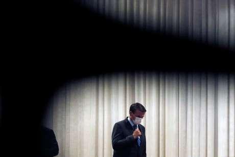 Presidente Jair Bolsonaro chega para declaração à imprensa no Palácio do Alvorada 12/08/2020 REUTERS/Adriano Machado