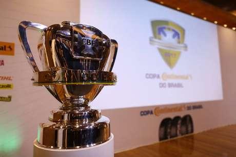 Taça da Copa do Brasil; campeonato recomeça nesta terça-feira
