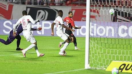 São Paulo venceu o Athletico-PR no Morumbi