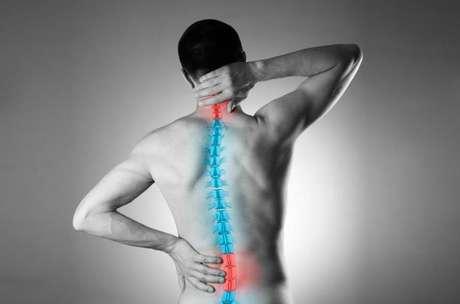 Você costuma ter dores frequentes na coluna? Descubra o que isso pode significar! - Shutterstock