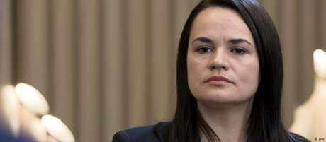 Svetlana Tikhanovskaya disse que pretende se recolher à vida privada se a transferência de poder for concluída
