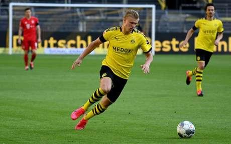 Com apenas 20 anos, Haaland marcou 16 golos em 18 jogos com a camisa Borussia Dortmund (Foto: FEDERICO GAMBARINI / POOL / AFP)