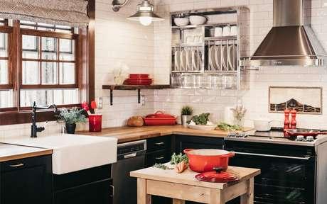 Cozinha preta, branca e vermelha