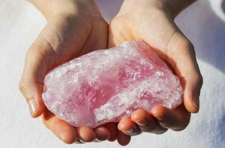 Descubra o poder dos cristais rosas - Shutterstock