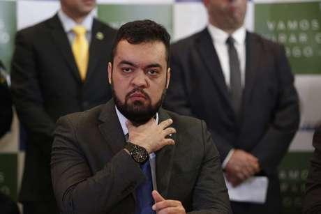 Cláudio Castro, vice-governador do Rio, assume o cargo com o afastamento de Witzel