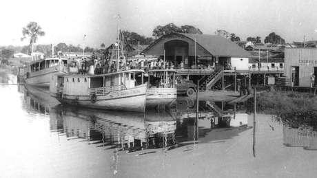 Trapiche municipal de Tomé-Açu. O único acesso à região era via barco