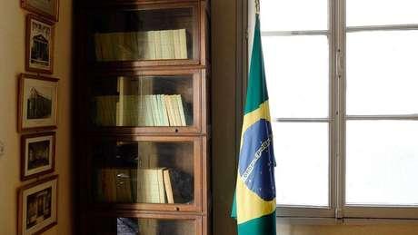 Bandeira do Brasil República no museu de Auguste Comte em Paris, na França