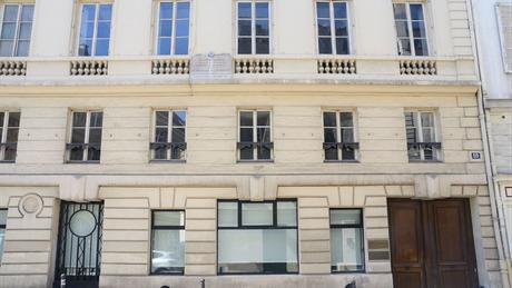 Prédio onde Comte viveu em Paris, na França, e que hoje abriga um museu e um centro de documentação de sua obra