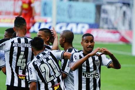 Jair do Atlético MG comemora gol durante a partida entre Atlético MG e Tomboense, pela final do Campeonato Mineiro, no estádio Mineirão, em Belo Horizonte (MG), neste domingo (30)