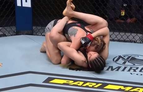 Polyana Viana finalizou adversária ainda no primeiro round do confronto (Foto: Reprodução YouTube UFC)