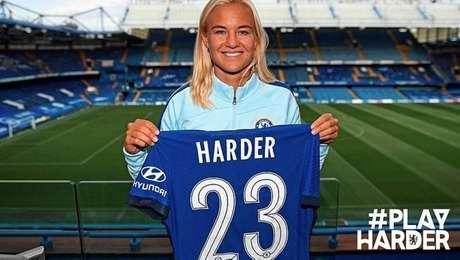 Pernille Harder foi contratada pelo Chelsea por 350 mil euros